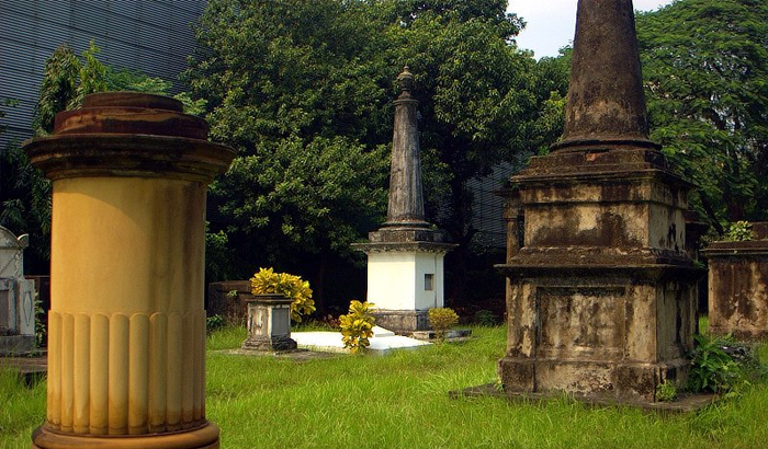 Most Haunted Places in Kolkata South Park Street Cemetery