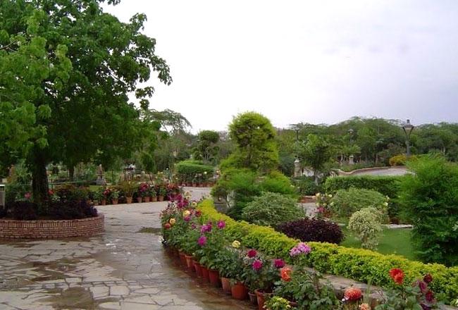 Garden of Five Senses Top Picnic Spot in Delhi