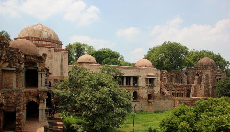 Hauz Khas Complex Romantic Picnic Spot in Delhi