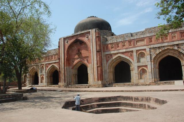 Mehrauli Archaeological Park Picnic Spots in Delhi