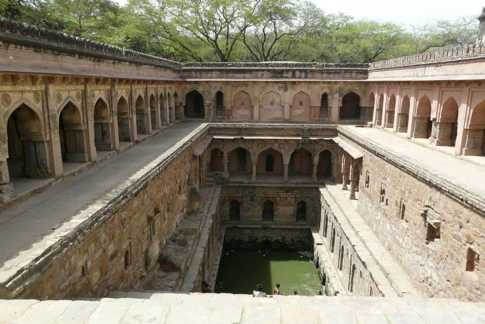 Mehrauli Archaeological Park Picnic Spots near Delhi