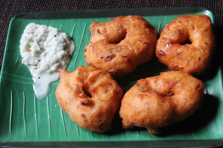 Medu Vada Must Eat Street Food in Bangalore